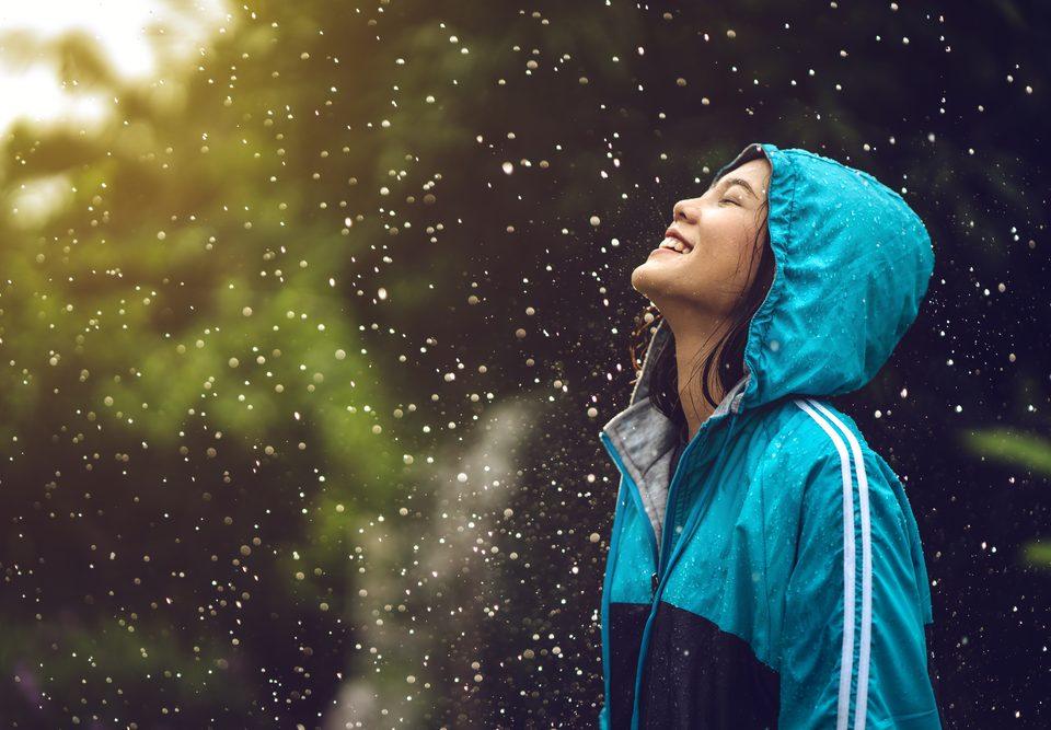 rainy-day-girl (671386915)